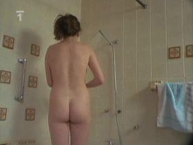 Zuzana Stivinova nude - Jezek z kiosku (1989)