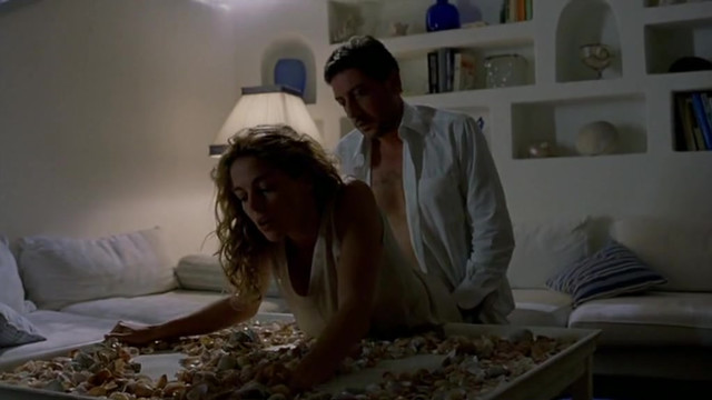 Penelope Cruz nude, Claudia Gerini sexy, Elena Purino nude - Don't Move (2004)