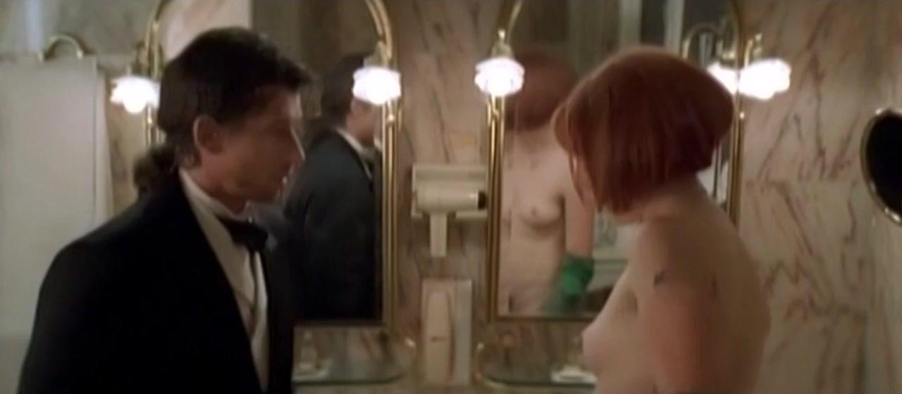 Elsa Zylberstein nude - Tenue correcte exigee (1997)