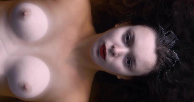 Cosima Bevernaege nude - Pele Mele (2014)