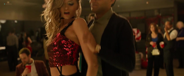 Abbey Lee sexy - Office Christmas Party (2016)