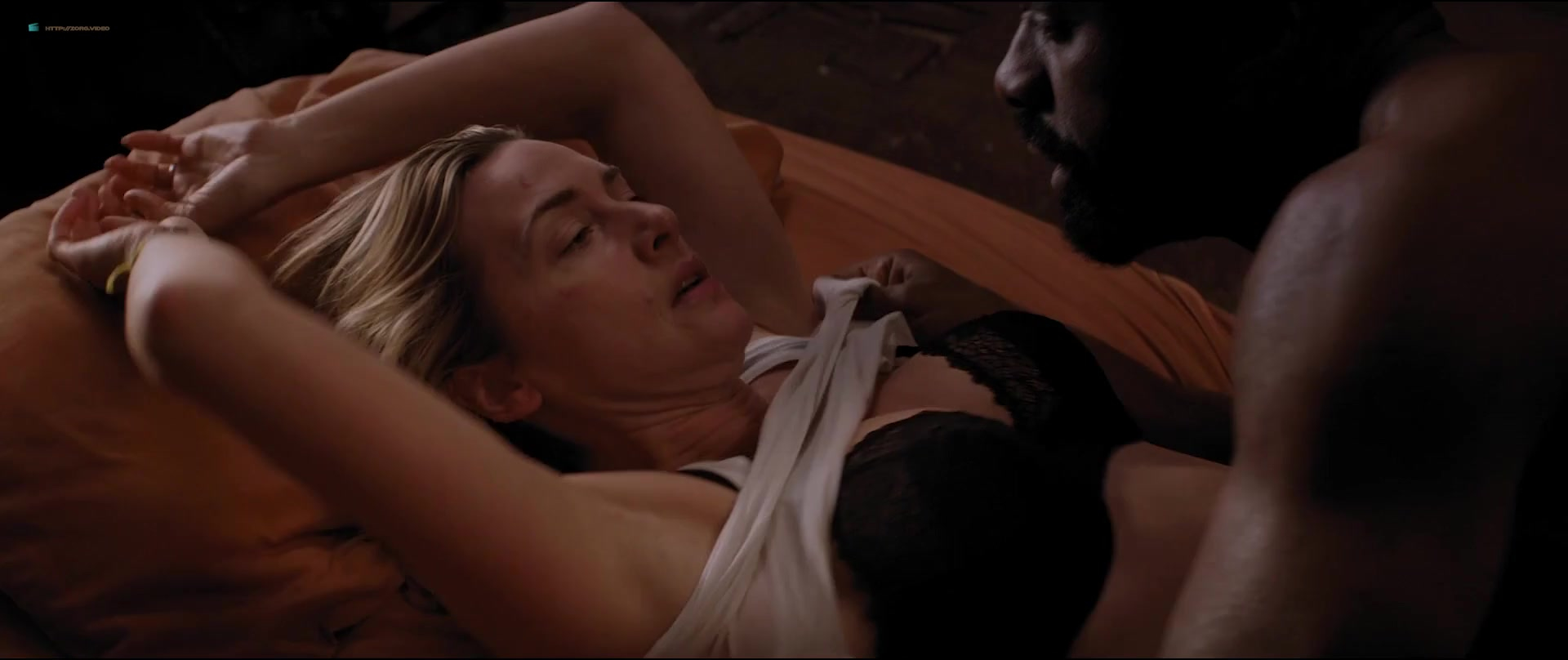 Kate Winslet sexy - The Mountain Between Us (2017)