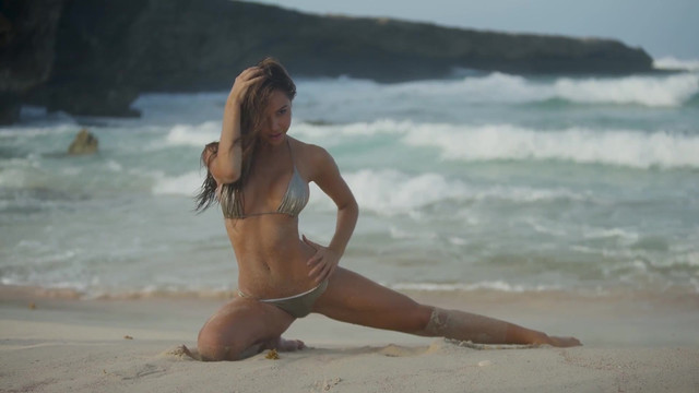 Alexis Ren sexy - Sports Illustrated Swimsuit (2018)