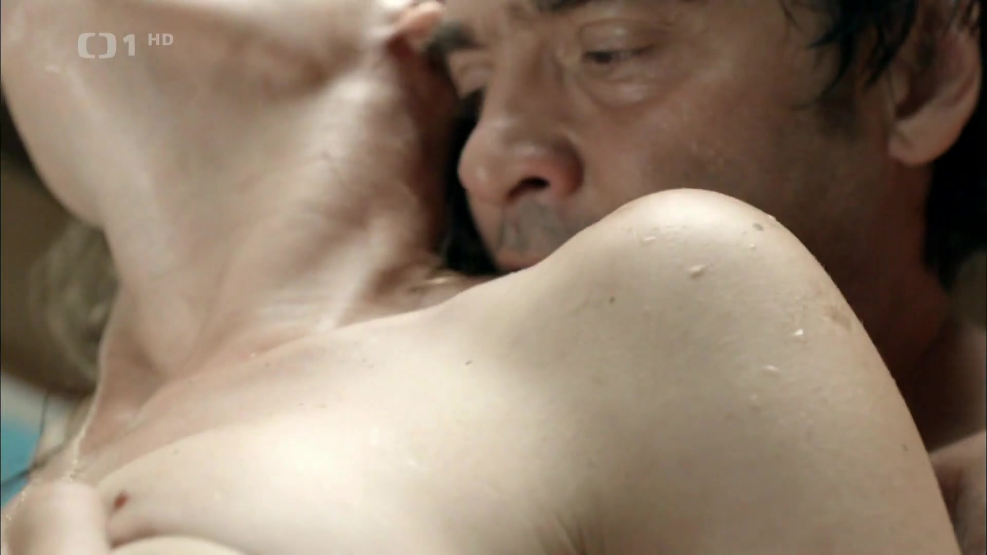 Linda Rybova nude - Skoda lasky s01e03 (2013)
