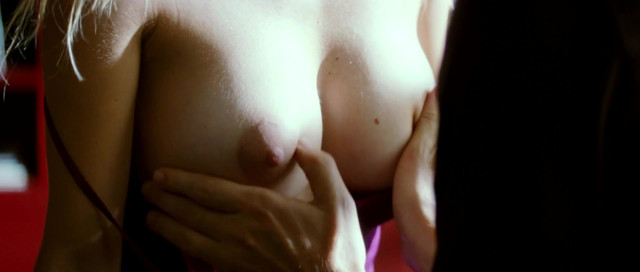 Kira Miro nude - Los abrazos rotos (2009)