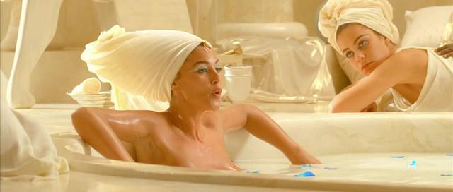 Monica Bellucci nude - Asterix & Obelix: Mission Cleopatra (2002)