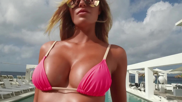 Samantha Hoopes sexy - Sports Illustrated Swimsuit (2017)