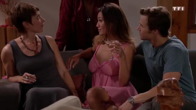 Fanny Krich sexy - Une famille formidable s14e04 (2017)