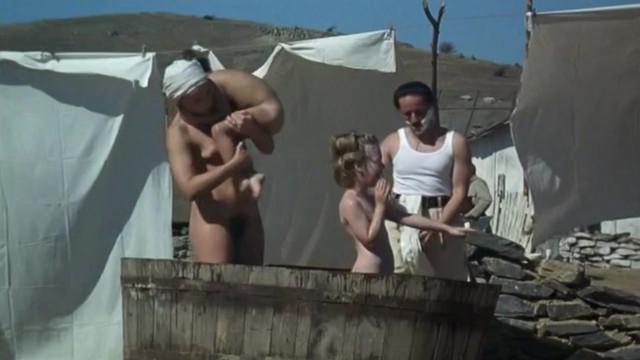 Kristin Scott Thomas nude - Un ete inoubliable (1994)