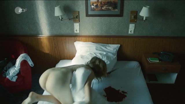 Stefanie Stappenbeck nude - Der 7. Tag (2017)