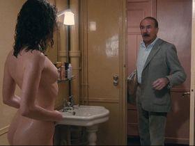 Emmanuelle Beart nude - L'amour en douce (1985)