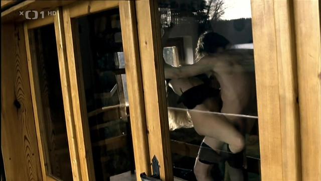 Lucie Benesova sexy - Sametovi vrazi (2005)