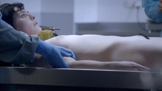 Julie Seebacher nude - Disparue s01e04 (2015)