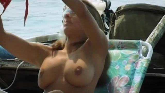 Alice Bendova nude - Hop nebo trop s01e02 (2004)