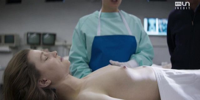 Helena Coppejans nude - Souviens-toi s01e01 (2017)