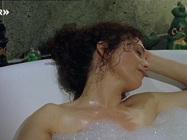 Barbara Wussow sexy - Das Geheimnis des Rosengartens (1999)