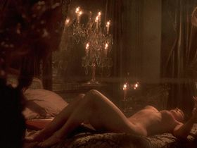 Monica Bellucci nude - Brotherhood of the Wolf (2001)