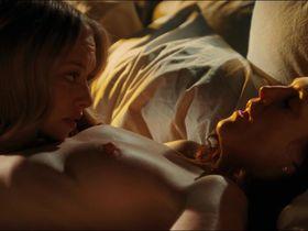 Julianne Moore nude, Amanda Seyfried nude, Nina Dobrev sexy - Chloe (2009)