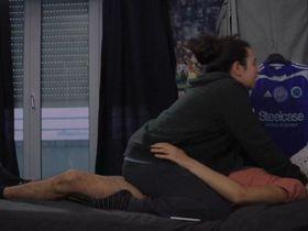 Souad Arsane sexy - A genoux les gars (2018)