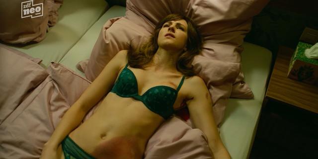 Natalia Belitski nude - Parfum s01e04 (2018)