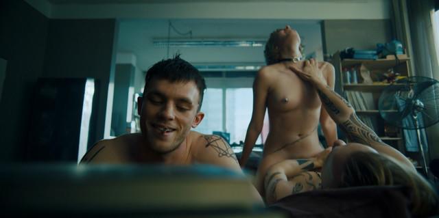Zoe Steinbrenner nude - Beat s01e01 (2018)