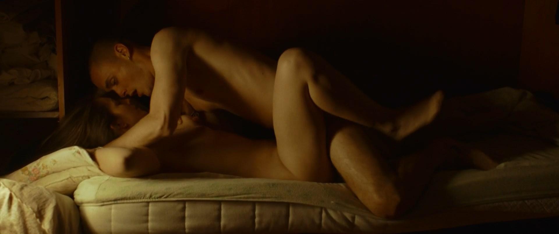 Michela De Rossi nude - La terra dell'abbastanza (2018)