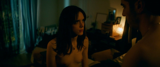 Stacy Martin nude - Joueurs (2018)