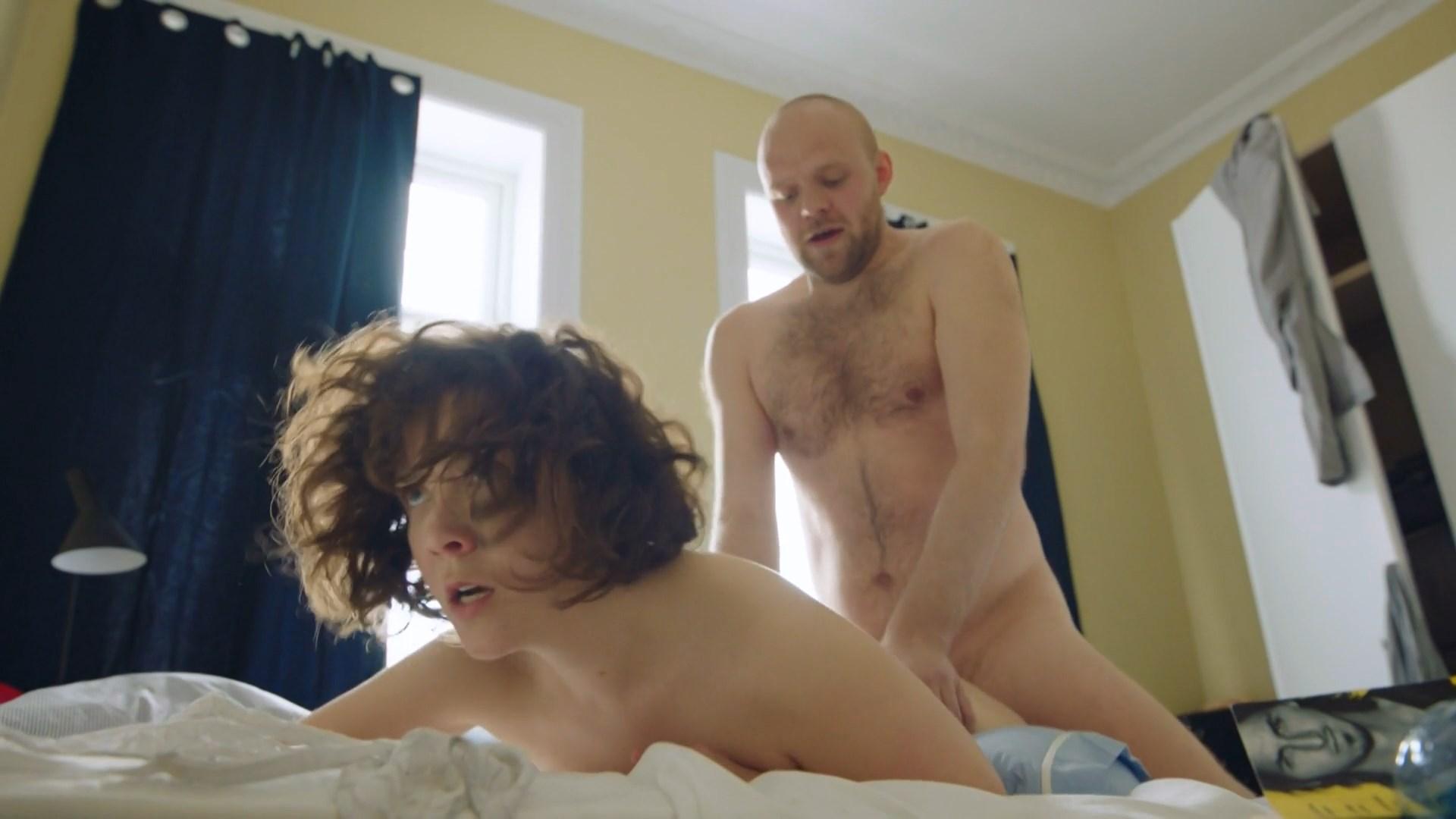 Emilie Nicolas sexy - Hvite Gutter s02e01 (2018)
