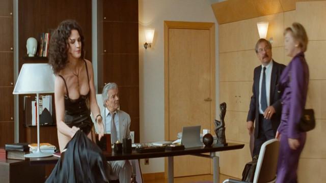 Linda Hardy sexy - Tu peux garder un secret (2008)