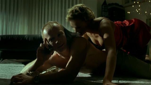 Sonia Bohosiewicz sexy - Jak zyc (2008)