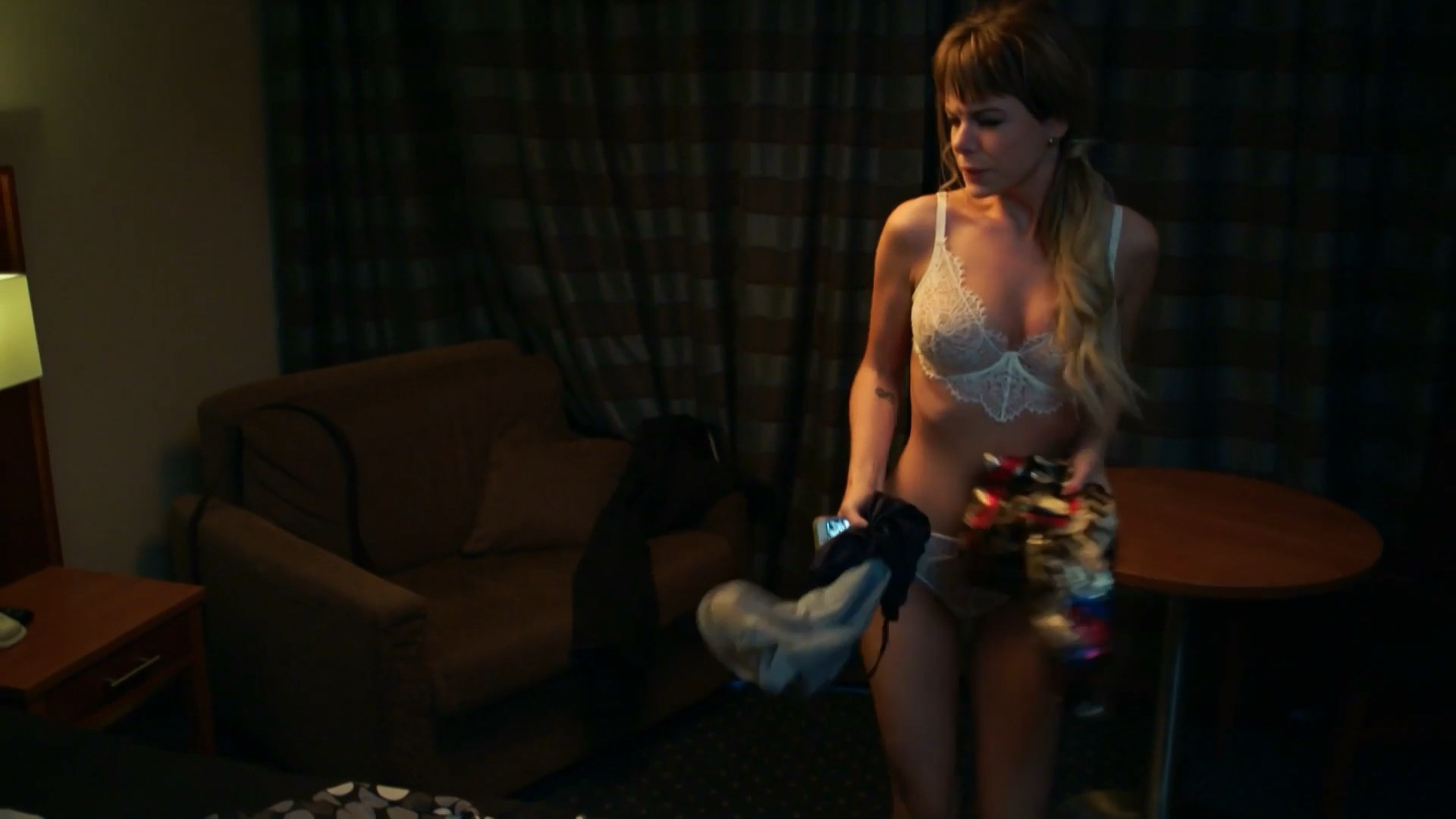 Anna Starshenbaum sexy - Psihologini s01e06 (2017)