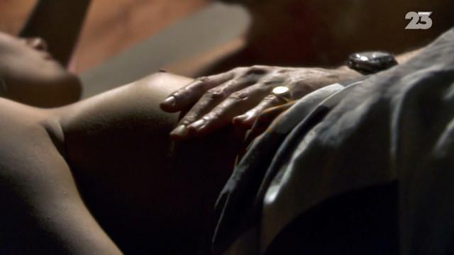 Melanie Bernier nude - En cas de malheur (2009)