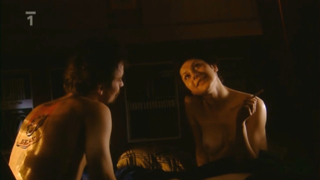 Martha Issova nude - Dobra ctvrt s01e01 (2005)