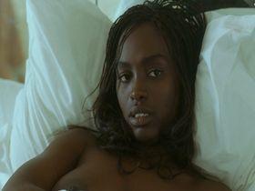 Aissa Maiga nude - L'un reste, l'autre part (2004)