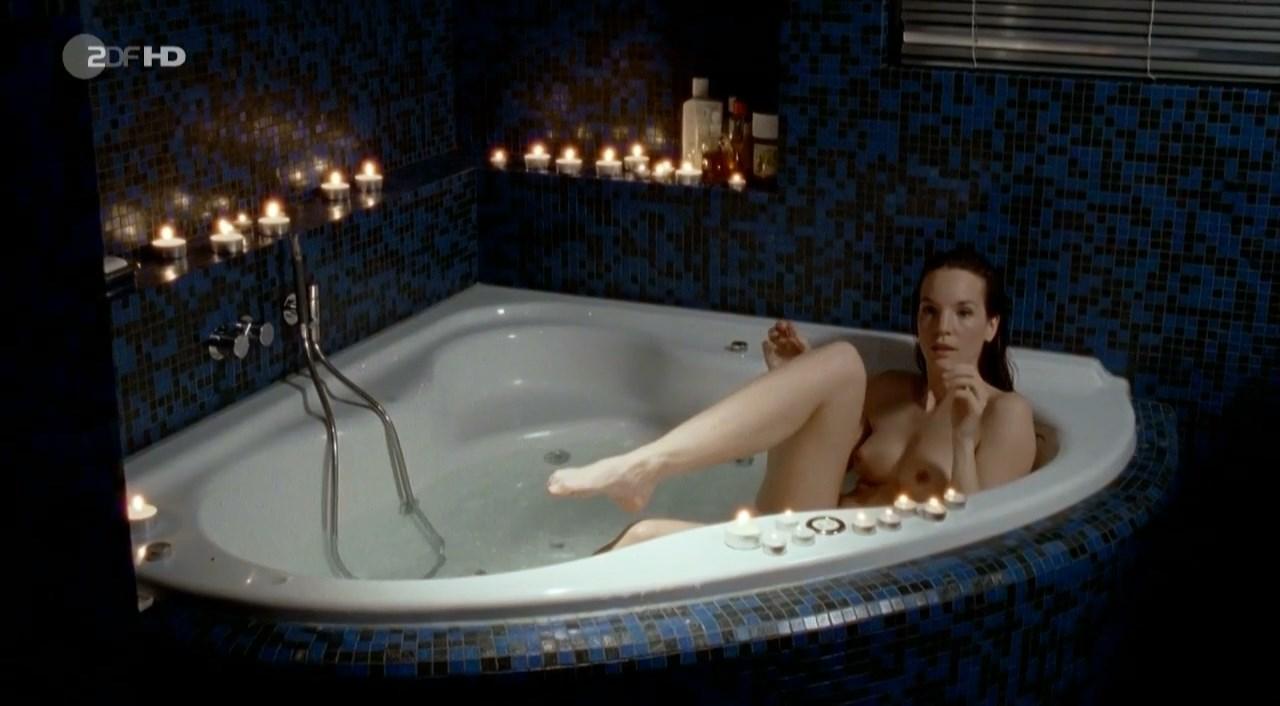 Anne Sarah Hartung nude - Marie Brand und die Dame im Spiel (2001)