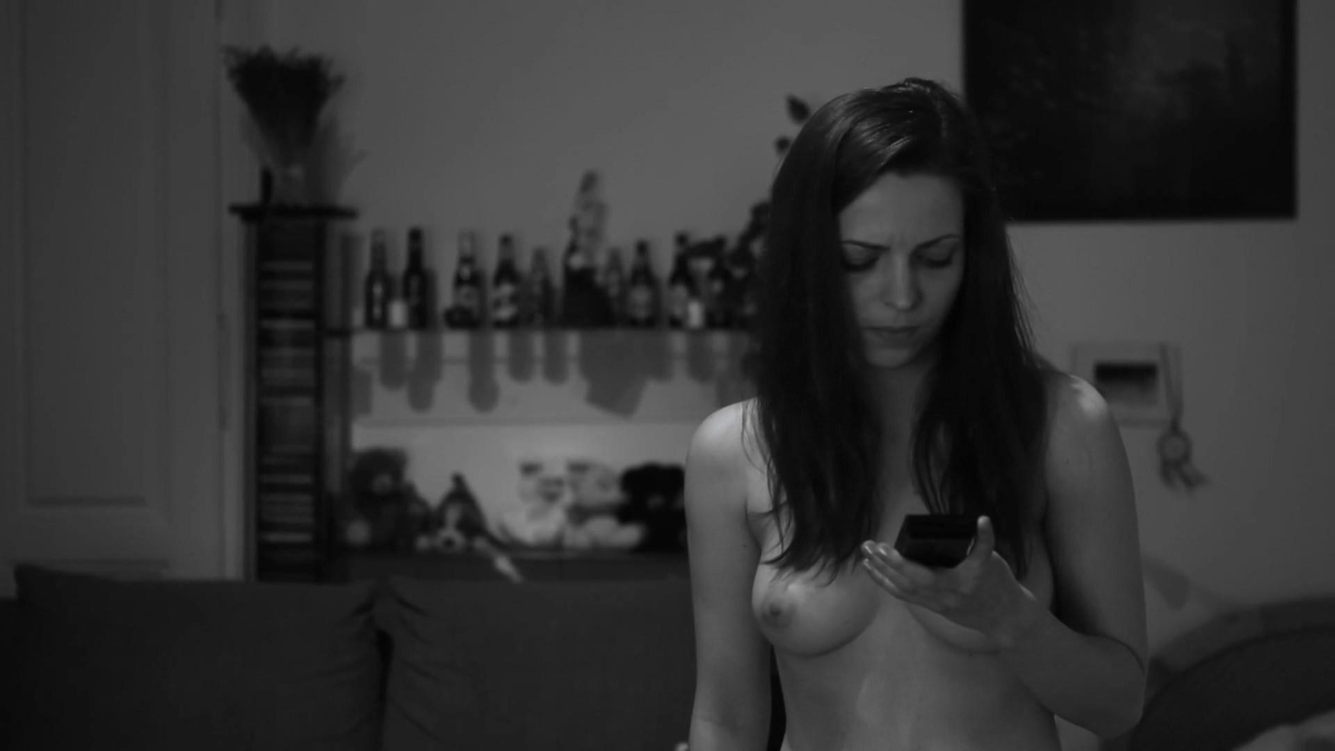Agnes Milewski nude - Dunkler Tag (2017)