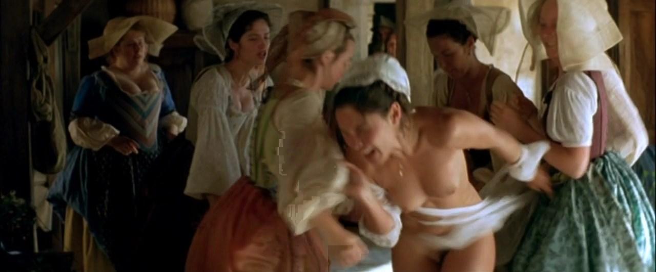Blandine Bury nude - Fanfan la Tulipe (2003)