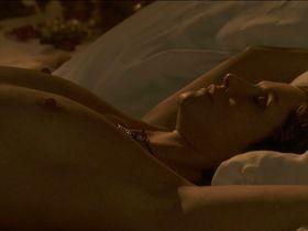 Alessandra Martines nude - La reine et le cardinal (2009)