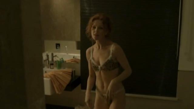 Beata Kawka nude - Jasne blekitne okna (2007)