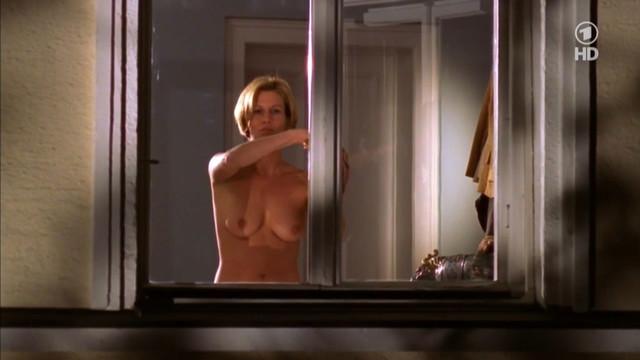Suzanne von Borsody nude - Liebe und weitere Katastrophen s01e01-03 (1999)