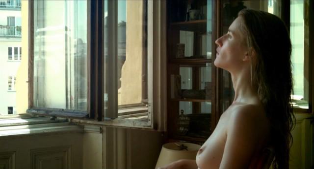 Elisabeth Umlauft nude - Gehen am Strand (2013)