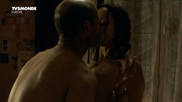 Claude Perron nude - Le repaire de la vouivre s01e02 (2011)