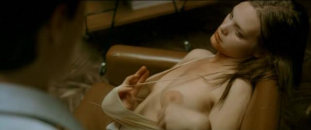 Julia Schacht nude - Naboer (2005)