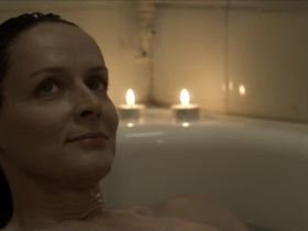 Claude Perron sexy - Edwige (2011)