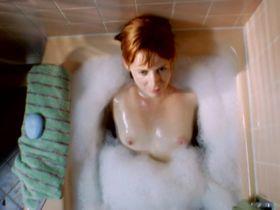 Manon Banta nude - Existes (2010)