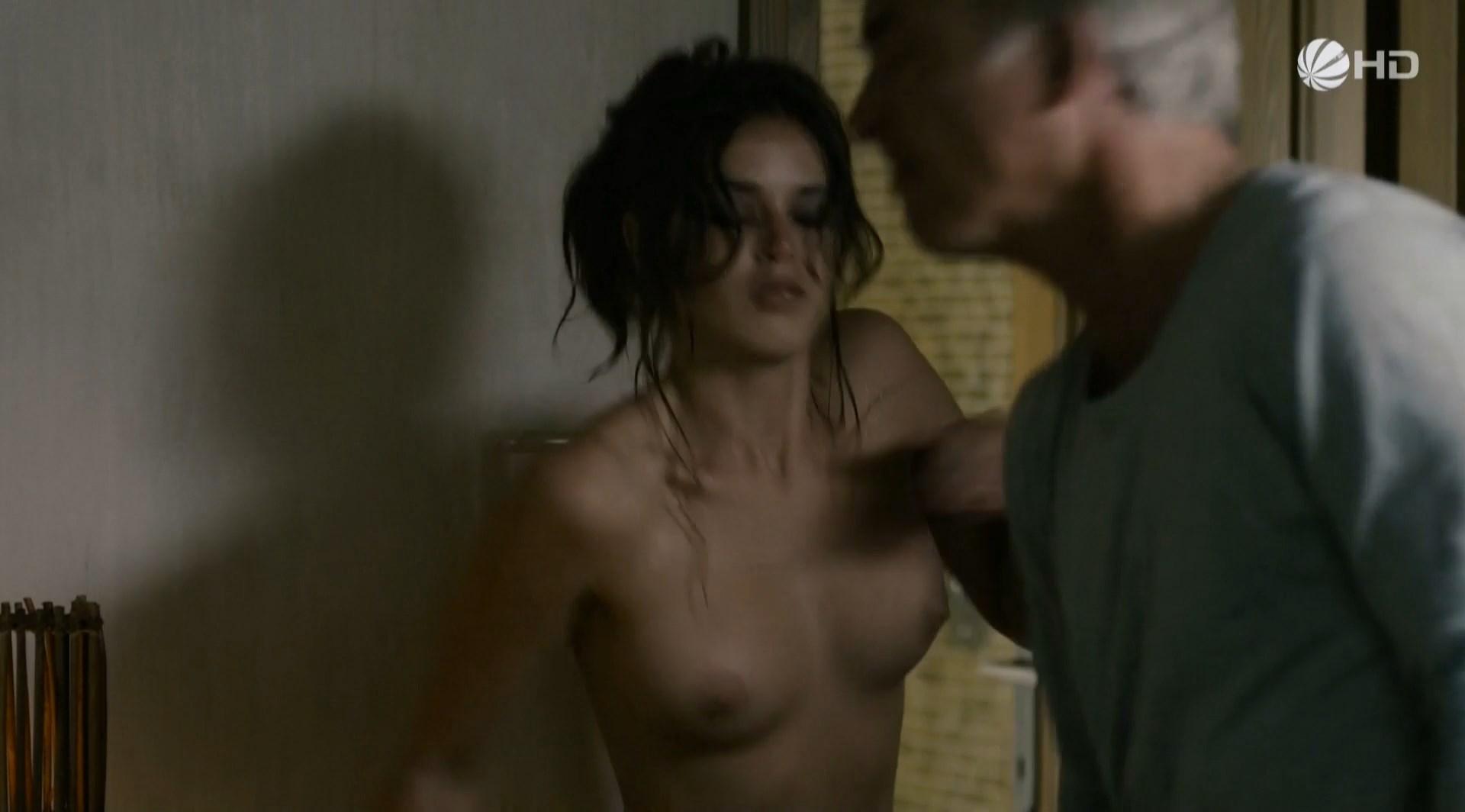 Xenia Assenza nude - Die Verfuhrung - Das fremde Madchen (2011)