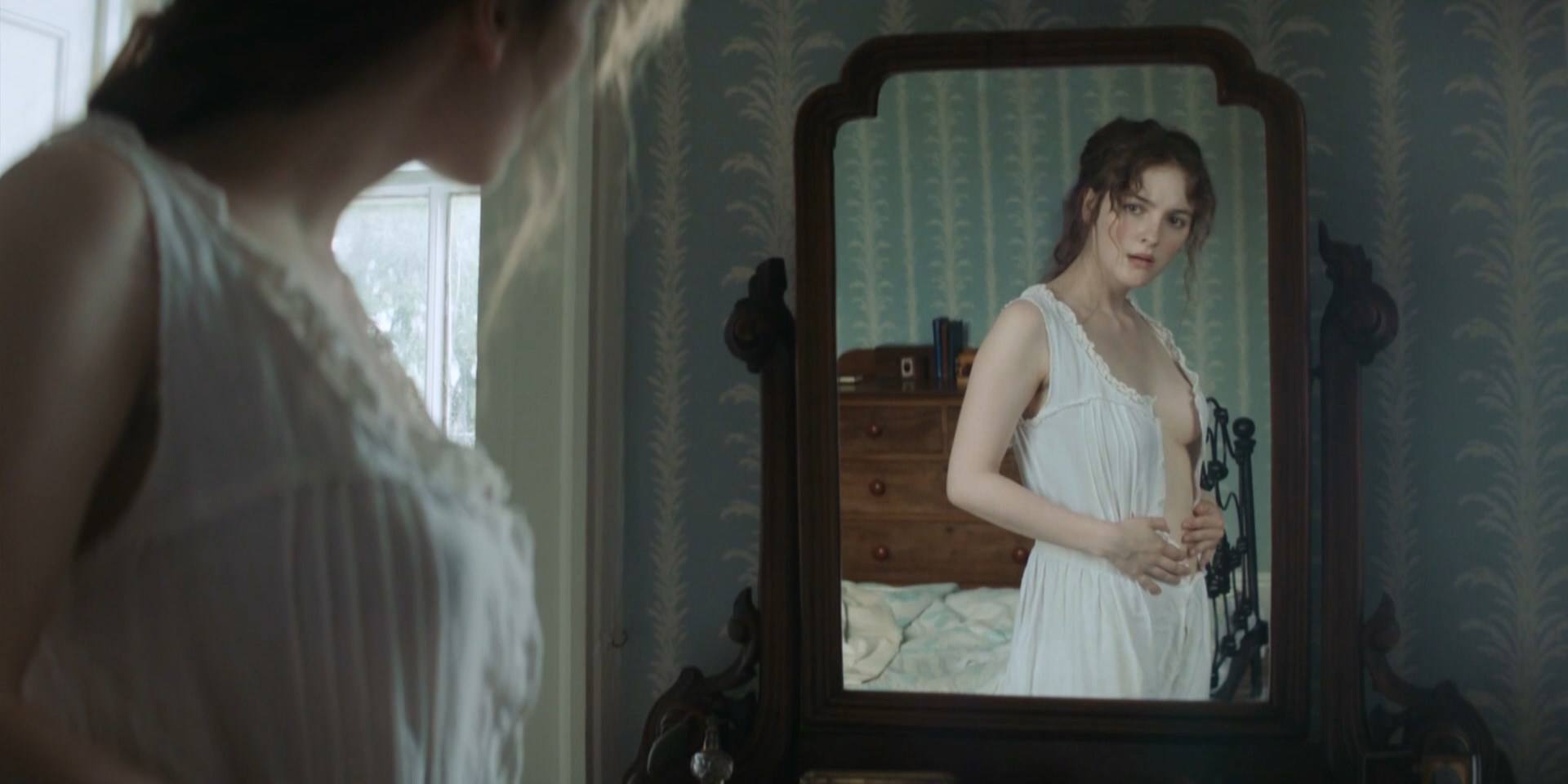 Ann Skelly sexy - Death and Nightingales s01e01 (2018)