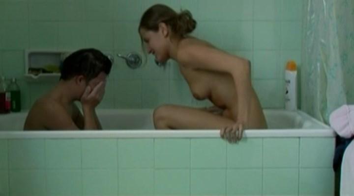Marta Larralde nude - Leon y Olvido (2004)