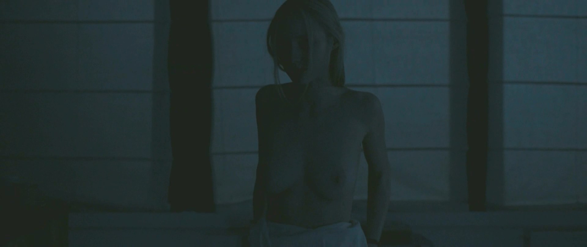 Julia Roy nude - Eva (2018)