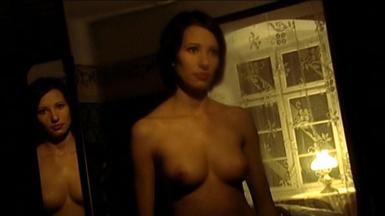 Aleksandra Poplawska nude - W dol kolorowym wzgorzem (2004)